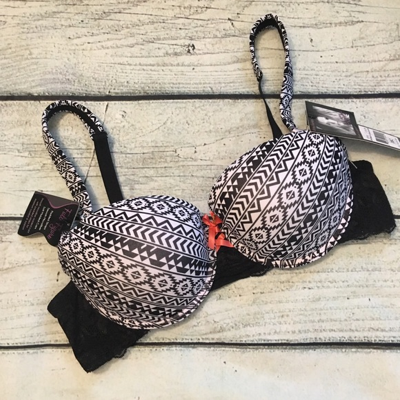 dcd03e65151 NWT Daisy Fuentes black and white pattern bra 38C